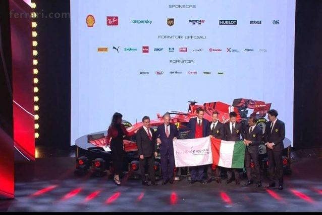 I vertici della Ferrari e i piloti Seebastian Vettel e Charles Leclerc sul palco del teatro Valli di Reggio Emilia per la presentazione della nuova SF–1000 / Ferrari.com