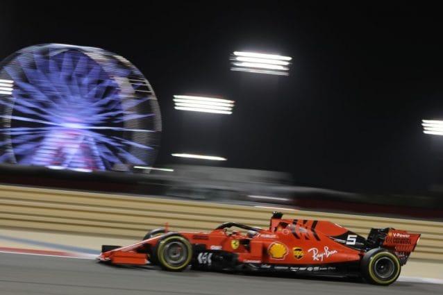 Sebastian Vettel in azione sul circuito di Sakhir nel GP del Baharain del 2019 / Getty