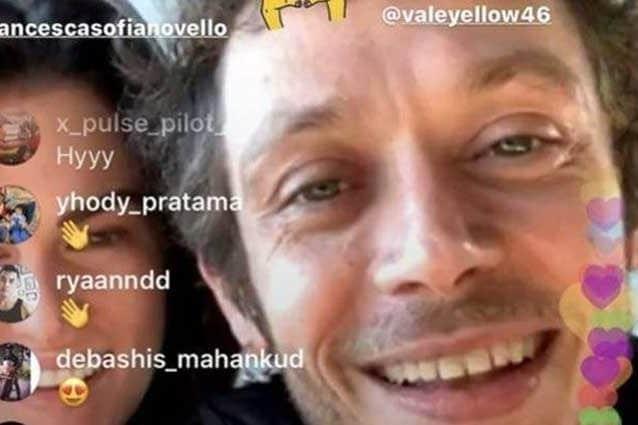 Valentino Rossi con la fidanzata Francesca Sofia Novello nel video Instagram
