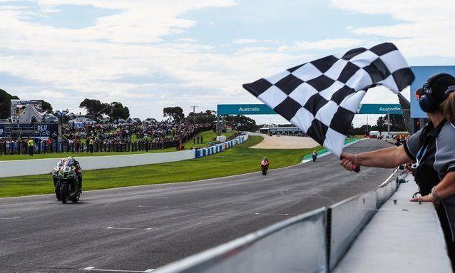 La volata finale tra Lowes e Rea per la vittoria di gara–2 / WSBK.com