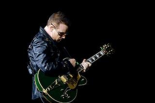 """Bono annuncia: """"Non posso più suonare la chitarra"""""""