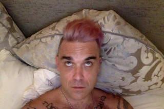 Robbie Williams sbaglia tintura per capelli e prende in giro Bruce Jenner (FOTO)