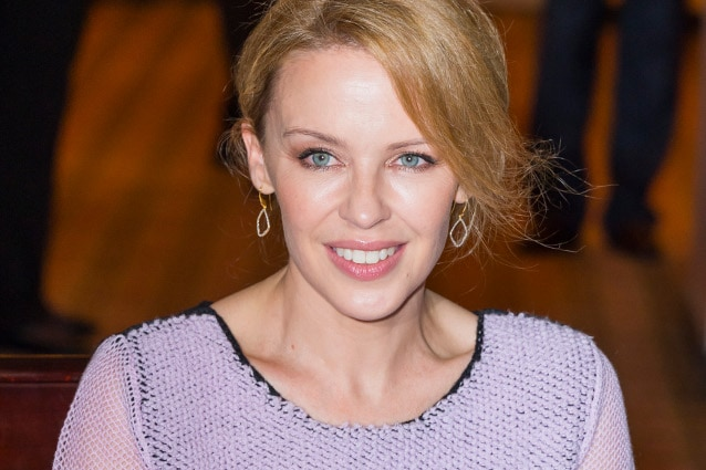 """Kylie Minogue a 10 anni dal cancro: """"Festeggerò con champagne, lacrime e gioia"""""""