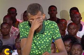 """Stromae piange in tv: """"Orribile che non riusciamo ancora a vivere tutti insieme"""" (VIDEO)"""