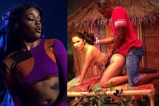 "Foto oscene con la statua in cera di Nicki Minaj, Azaelia Banks: ""Vergogna"""