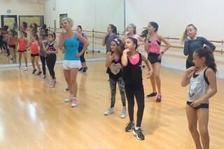 Britney Spears sorprende le piccole fan e diventa insegnante di ballo per un giorno