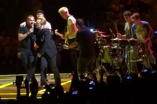 La storia di Leo, fan degli U2 che ha cantato sul palco con Bono Vox (VIDEO)