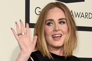Adele va a Disneyland col figlio travestito da Anna di Frozen