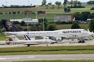 L'aereo degli Iron Maiden surclassa quello di Merkel e Hollande: la foto diventa virale