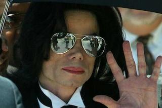 Accuse a Michael Jackson, incongruenze nella testimonianza di uno degli accusatori: cosa è successo