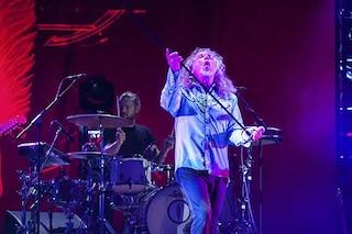 "Robert Plant tra presente e Led Zeppelin: a Napoli accenna anche ""Torna a Surriento"""