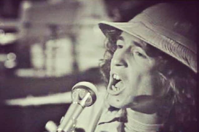 "Rino Gaetano interpreta ""Aida"" (Credits: Instagram)."