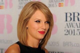 Taylor Swift dona 15 mila euro a una fan con la madre in coma da tre anni