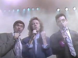 """Morandi, Rozzi e Ruggeri nel video di """"Si può dare di più""""."""