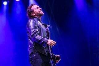 """I Pearl Jam chiudono il tour italiano a Roma con una cover di """"Imagine"""" per i migranti"""