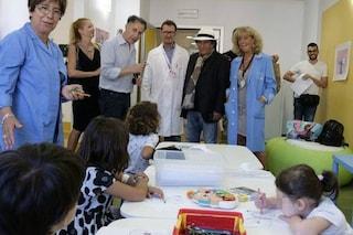 Al Bano in ospedale, fa felice i bambini del Gaslini e chiama Fabio Rovazzi