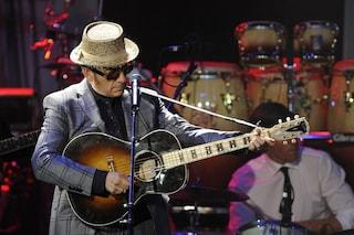 Diagnosticato un cancro a Elvis Costello che cancella il resto del tour europeo