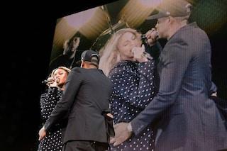 Attimi di panico sul palco di Beyoncé e Jay Z: un uomo cerca di raggiungerli nel backstage