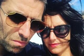 Liam Gallagher accusato di aver messo le mani al collo della compagna: i due negano il video