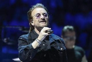 """U2, Bono perde la voce e cancella il concerto appena iniziato: """"Non sappiamo cosa è successo"""""""