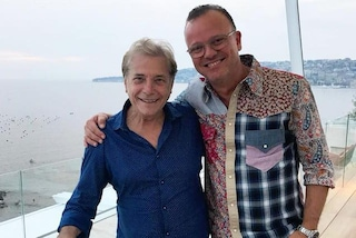 Gigi D'Alessio e Nino D'Angelo scherzano sul litigio che ha fatto slittare i concerti di Napoli