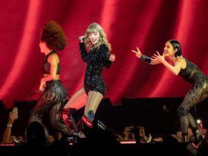 Taylor Swift agli AMA 2018 (Getty Images)