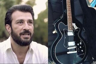 """Giuliano Sangiorgi regala una chitarra a Lele Spedicato: """"Che questo sia un nuovo inizio"""""""