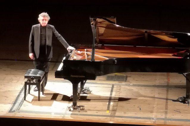 Il M. Francesco Nicolosi (credit pagina Facebook Accademia Filarmonica di Messina)