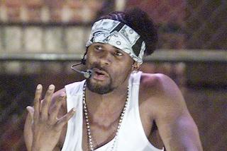 """R. Kelly, una delle donne che l'accusa: """"'You are not alone' di Michael Jackson scritta dopo aborto"""""""