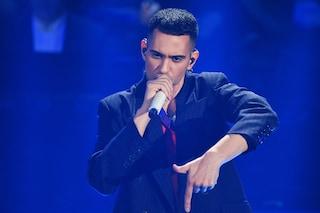 """Il significato di """"Soldi"""", la canzone di Mahmood che parla di come il denaro cambia le famiglie"""