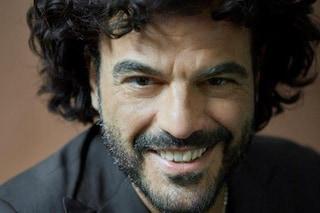 """Francesco Renga canta """"Aspetto che torni"""" a Sanremo 2019"""