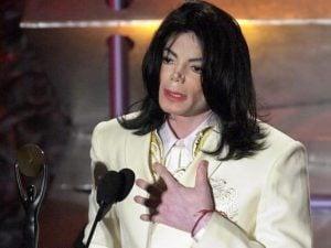 Michael Jackson durante il discorso di accettazione per la R&R Hall of Fame (Getty Images)