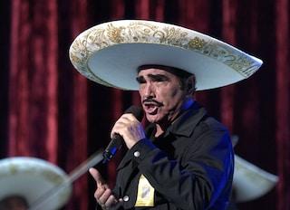 """Il cantante messicano Fernández ha rifiutato un trapianto di fegato: """"E se fosse di un omosessuale?"""""""