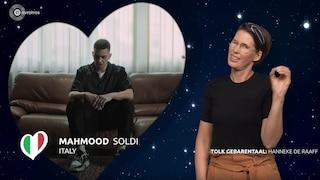 """Mahmood, la lingua dei segni dà nuova vita a """"Soldi"""""""