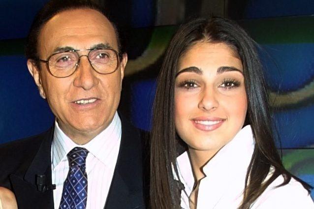 Anna Tatangelo e Pippo Baudo durante il Festival di Sanremo 2002 (LaPresse)