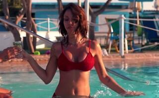 Selvaggia Roma ha la sua canzone estiva: la moda dell'influencer cantante colpisce anche lei