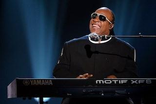 """Stevie Wonder annuncia lo stop ai concerti: """"Mi sottoporrò ad un trapianto di rene"""""""