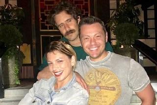 Che ci fanno Tiziano Ferro, Emma Marrone e Tommaso Paradiso insieme a Los Angeles