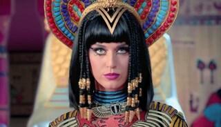 Katy Perry condannata per il plagio di Dark Horse: la multa è di oltre due milioni di euro