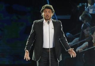 Vittorio Grigolo, ex coach di Amici, accusato di molestie: il tenore sospeso dalla Royal Opera House