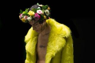 """Young Signorino presenta """"Burrocacao rosa"""": torna il rapper di """"Mh ha ha ha"""""""