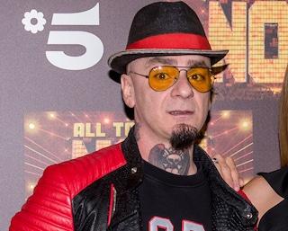 """Un fan di J-Ax muore al lavoro, lo sfogo del cantante: """"Parliamo di questo, non delle stron*ate"""""""