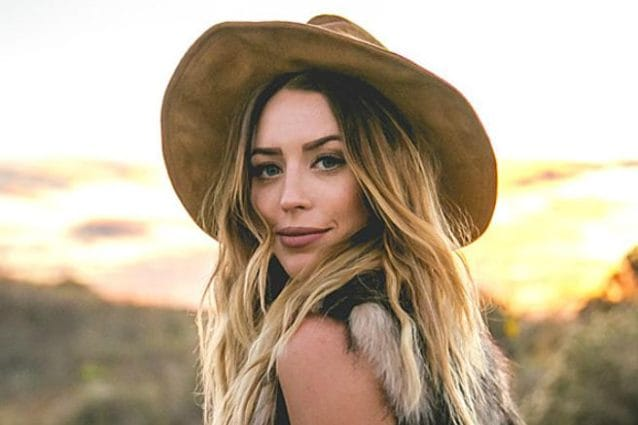 La cantante country Kylie Rae Harris morta in un incidente stradale