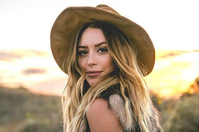 Tragico incidente stradale: la famosa cantante country è morta a 30 anni