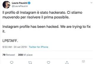 """Laura Pausini scherza dopo l'attacco hacker: """"Canto ancora e non vendo telefoni"""""""