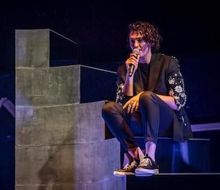 """Michele Bravi live dopo l'incidente: """"Vi auguro la nebbia per immaginare un mondo come lo vorreste"""""""