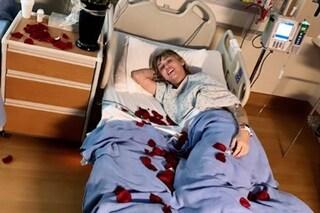 Miley Cyrus in ospedale per una tonsillite: arriva pure Cody Simpson che le dedica una canzone