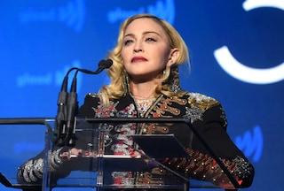 """Madonna ritarda di due ore l'inizio del suo tour, un fan la denuncia: """"Il biglietto ha perso valore"""""""
