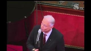 """Perché Amedeo Minghi che canta """"Vattene amore"""" in Senato non è affatto uno scandalo"""