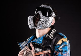 Junior Cally a Sanremo 2020, chi è il rapper con la maschera antigas